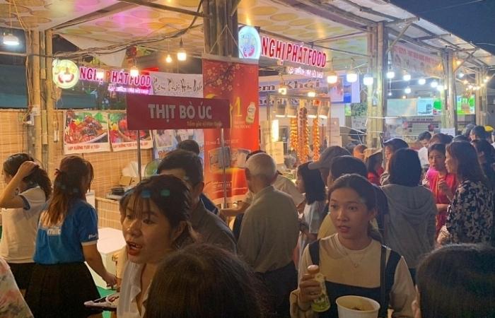 Khoảng 200 gian hàng giá bình ổn tại Lễ hội Tết Việt 2021