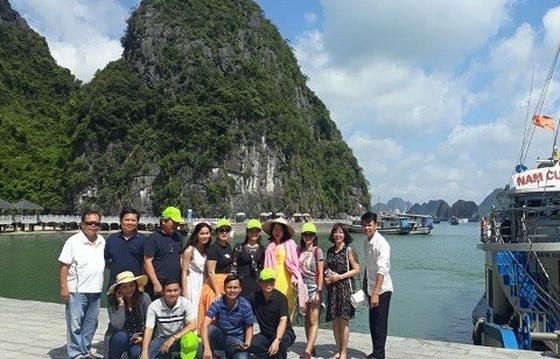 Nhiều doanh nghiệp dừng đưa khách du lịch đến Quảng Ninh, Hải Dương