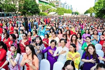 Trên 3.000 người đồng diễn áo dài tại phố đi bộ Nguyễn Huệ