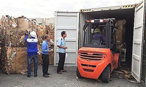hai quan binh duong da thong quan tren 3000 container phe lieu ton dong