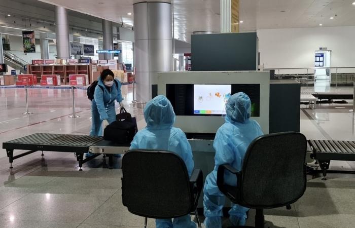 Tạm dừng nhập cảnh hành khách tại Cảng hàng không quốc tế Tân Sơn Nhất