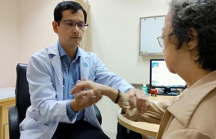 TPHCM triển khai khám chữa bệnh tại nhà cho người cao tuổi, người mắc bệnh mạn tính