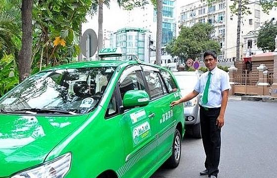 tphcm bo tri 200 xe taxi van chuyen nguoi dan mien phi
