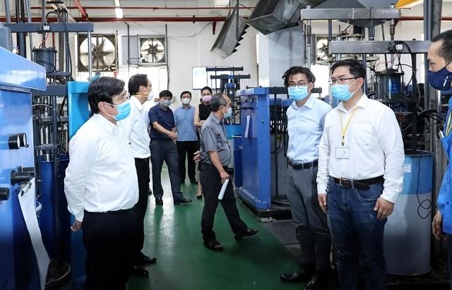 Doanh nghiệp bảo vệ sức khỏe công nhân là bảo vệ sản xuất