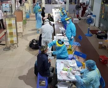 TPHCM triển khai lấy mẫu xét nghiệm Covid-19 tại ga Sài Gòn