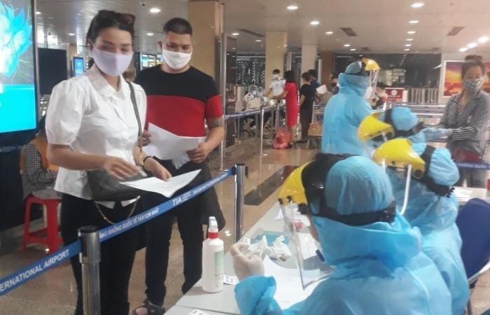 Khoảng 4.000 chuyên gia, lao động nước ngoài được cấp phép vào TPHCM