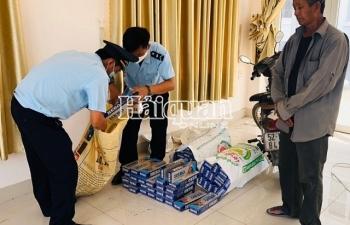 Hải quan Mộc Bài bắt giữ hơn 1.000 gói thuốc lá nhập lậu giấu trong xe lôi xe gắn máy