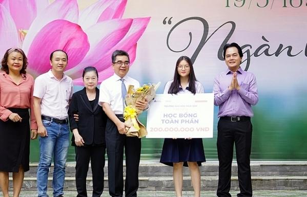 ĐH Hoa Sen trao suất học bổng 200 triệu đầu tiên trong kỳ tuyển sinh 2020-2021