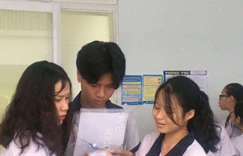 """Học sinh TPHCM bước vào """"cuộc đua"""" tuyển sinh lớp 10"""