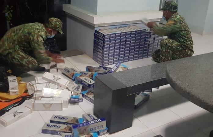 Tây Ninh: Bắt giữ hàng nghìn bao thuốc lá lậu giữa tâm dịch