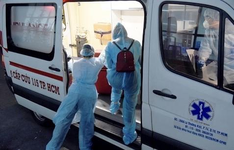 Chủ tịch UBND TPHCM yêu cầu huy động toàn bộ xe cứu thương vận chuyển F0