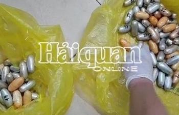 Hải quan sân bay Tân Sơn Nhất bắt đối tượng nuốt gần 1,6 kg cocain