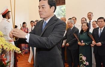 Lãnh đạo TPHCM dâng hương, dâng hoa tưởng niệm Chủ tịch Hồ Chí Minh và Chủ tịch Tôn Đức Thắng
