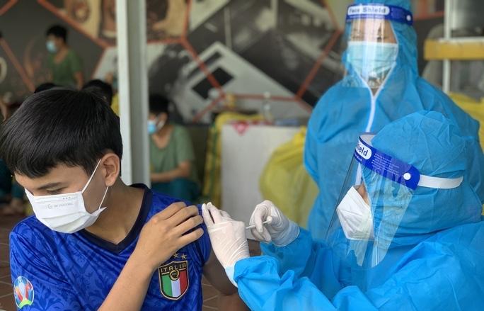 TPHCM đề nghị Bộ Y tế cấp vắc xin phòng Covid-19 liên tục cho thành phố