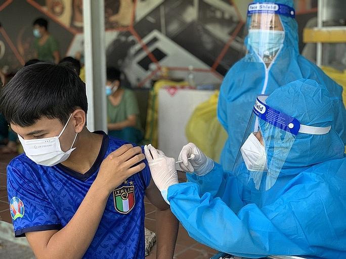 TPHCM đang mở rộng đối tượng tiêm vắc xin ngừa Covid-19. Ảnh CTV
