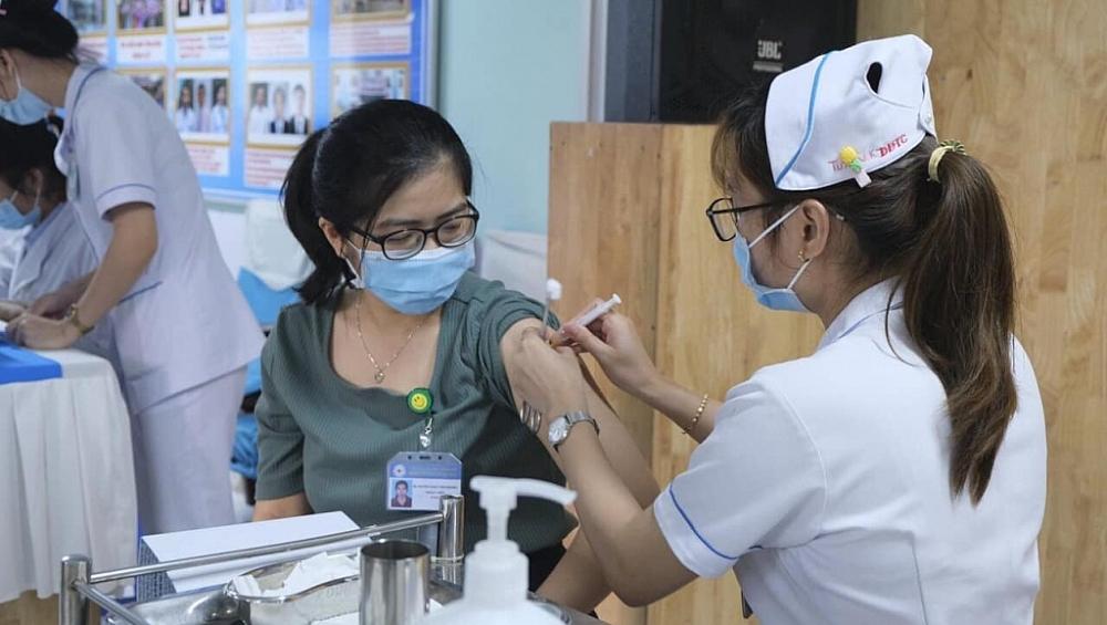 TPHCM bắt đầu triển khai tiêm vắc xin đợt 6. Ảnh