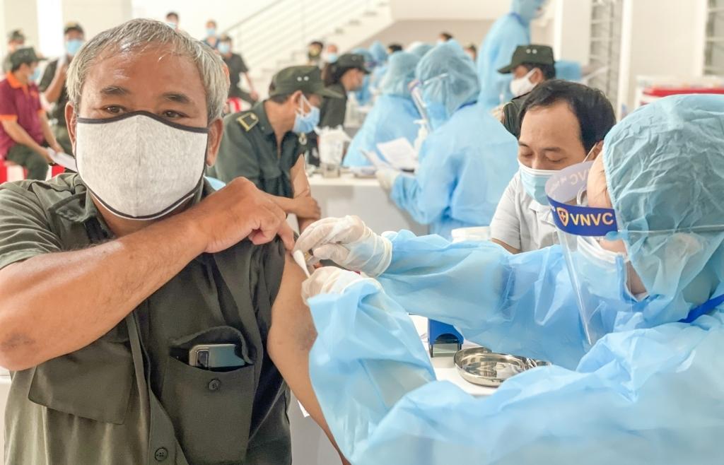 300 nhân viên y tế VNVC tham gia chiến dịch tiêm vắc xin Covid-19 tại Bình Dương