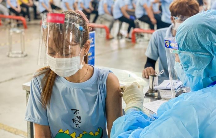VNVC bổ sung thêm 200 nhân viên y tế hỗ trợ Bình Dương tiêm vắc xin