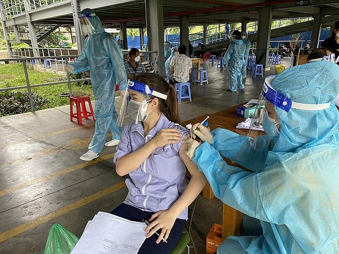Khu chế xuất Tân Thuận được tiêm vắc-xin Vero Cell. Ảnh Trung tâm Y tế dự phòng quận 7