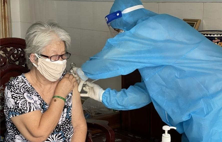 Thứ trưởng Bộ Y tế: Dự kiến có thêm 30 triệu liều vắc xin trong tháng 9,10
