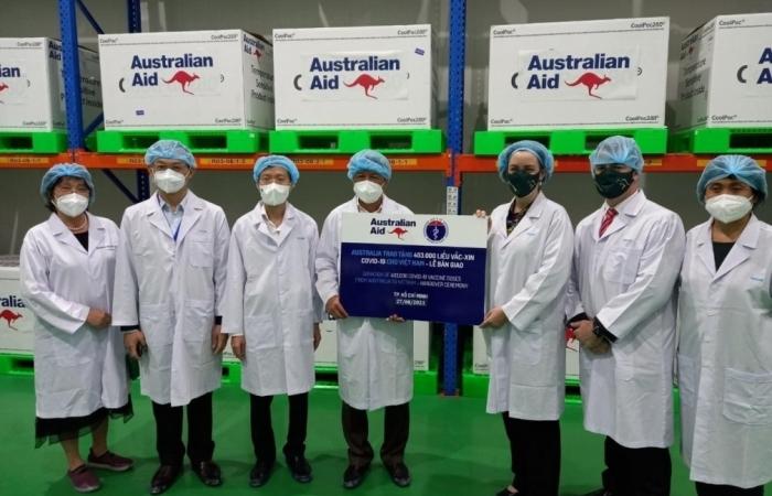Bộ Y tế tiếp nhận 403.000 liều vắc xin AstraZeneca do Chính phủ Australia tặng