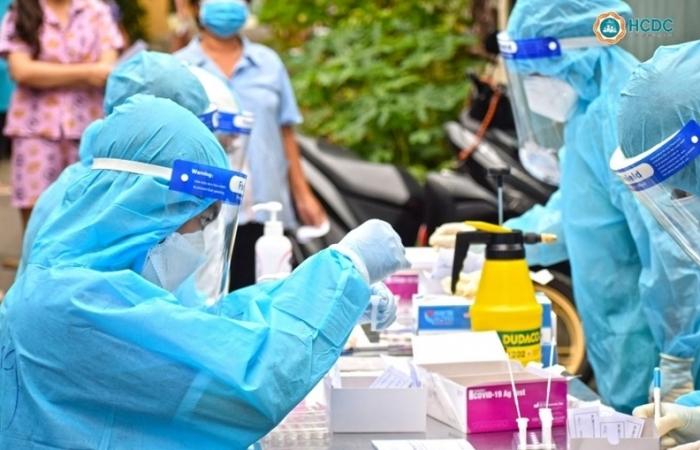 Vì sao số ca nhiễm Covid-19 tại TPHCM tăng vọt?