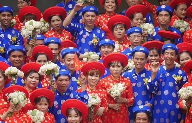 le cuoi tap the 2019 hoan thanh giac mo hanh phuc cho 100 cap doi co hoan canh kho khan