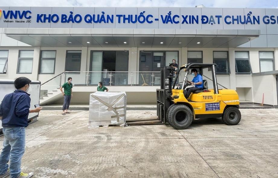 Thêm hơn 2 triệu liều vắc xin Covid-19 của AstraZeneca về Tân Sơn Nhất được Hải quan làm thủ tục nhanh chóng