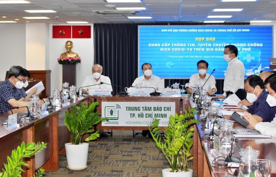 """TPHCM: Shipper hoạt động trở lại giảm tải cho lực lượng """"đi chợ hộ"""""""