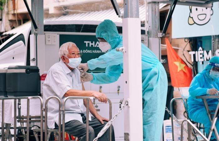 TPHCM xin rút ngắn thời gian tiêm mũi 2 vắc xin AstraZeneca