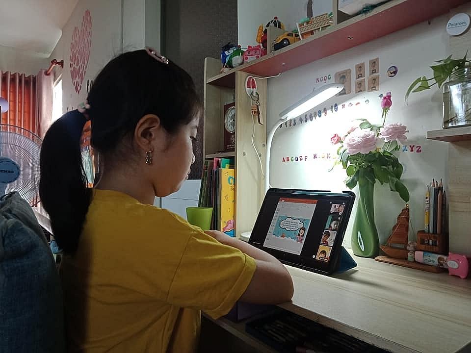Một tiết học trực tuyến của học sinh lớp 1 tại TPHCM. Ảnh Xuân Anh