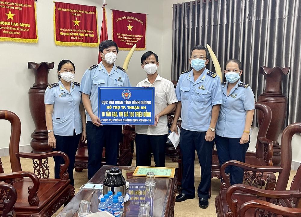 Cục Hải quan Bình Dương chung tay ủng hộ phòng, chống dịch Covid-19