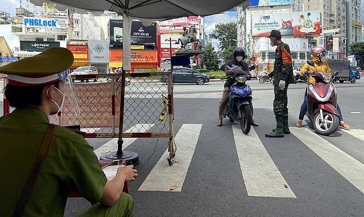 Lực lượng chức năng kiểm soát việc lưu thông của người dân