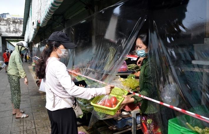 TPHCM còn 4 quận, huyện chưa được mở lại chợ truyền thống