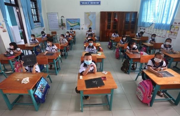 Hơn 230 học sinh đầu tiên ở TPHCM trở lại trường sau nghỉ dịch