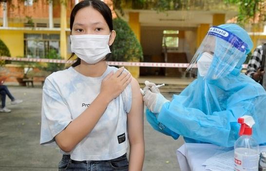 Những trẻ em đầu tiên tại TPHCM được tiêm vắc xin ngừa Covid-19