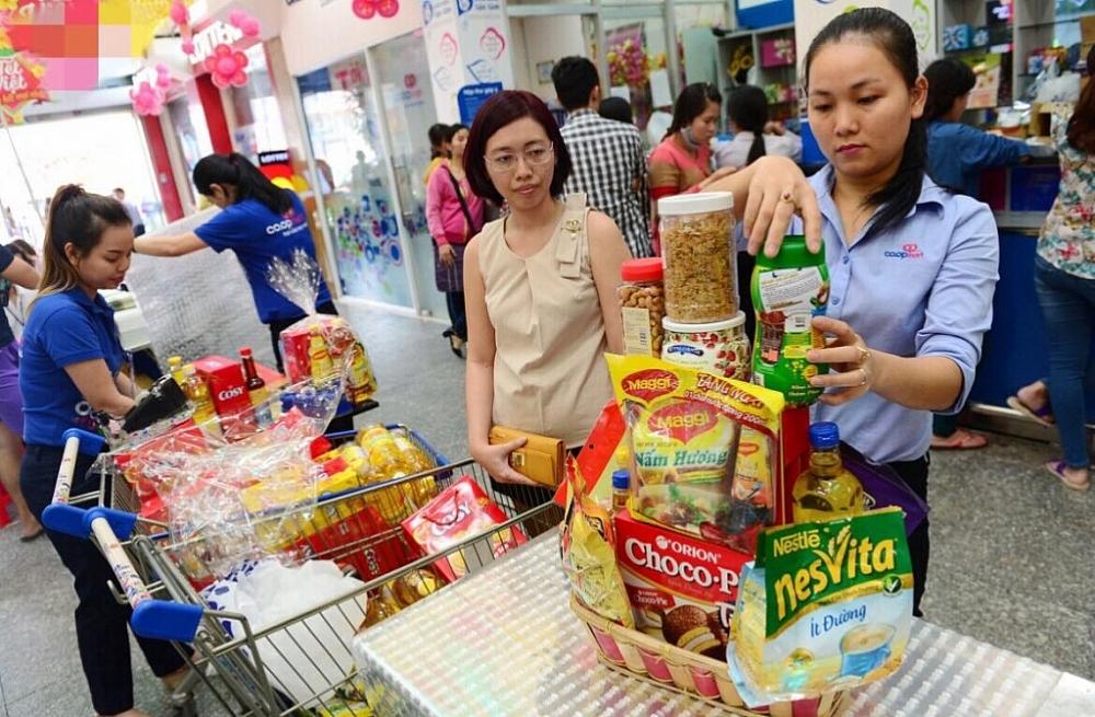 Người dân mua sắm Tết hệ thống siêu thị Co.opmart