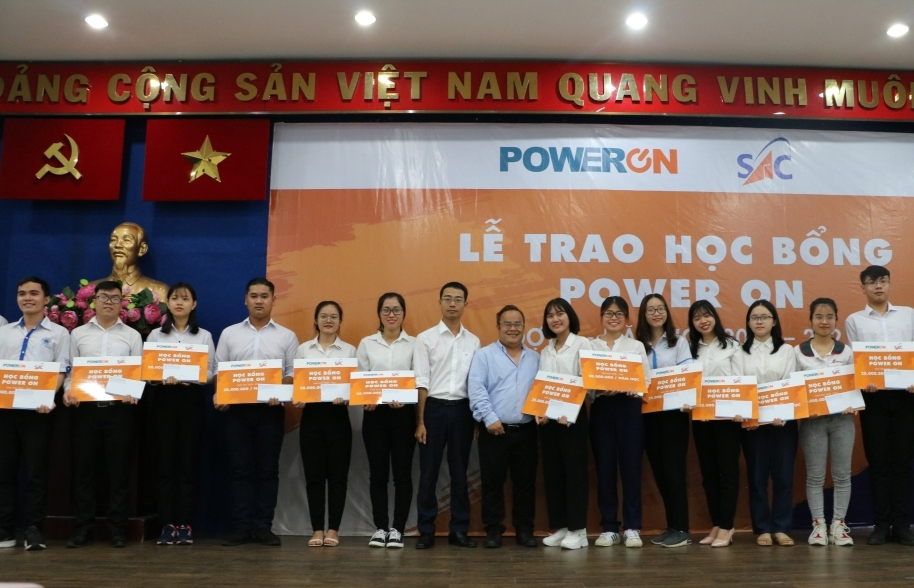 TPHCM trao học bổng Power On cho 191 sinh viên vượt khó học giỏi
