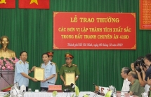 khen thuong cac don vi lap thanh tich xuat sac pha chuyen an 446 banh heroin
