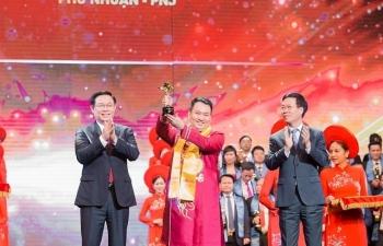 CEO PNJ nhận giải thưởng Sao Đỏ Top 10 Doanh nhân trẻ xuất sắc nhất