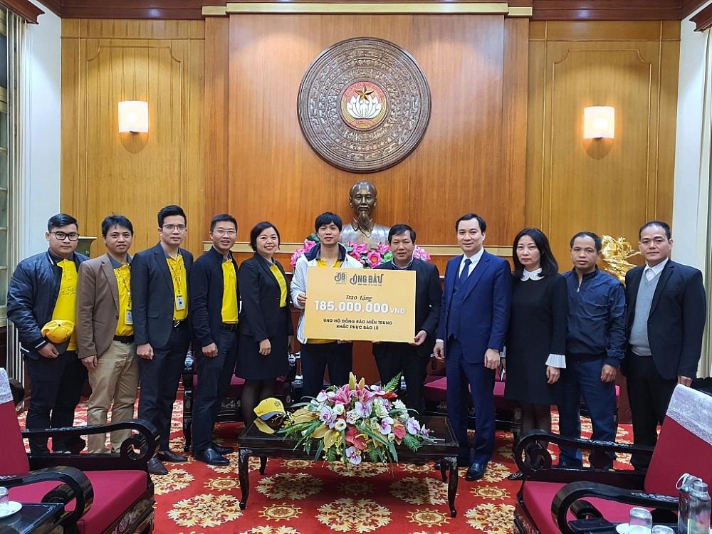Cầu thủ Hoàng Anh Gia Lai trích lợi nhuận cà phê ủng hộ miền Trung
