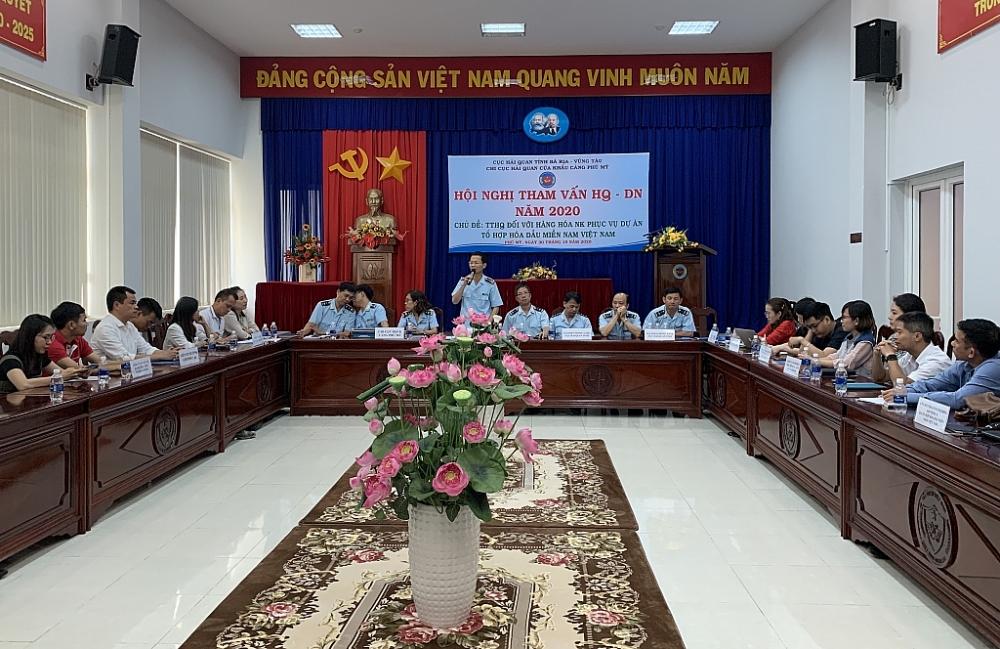Hồi tháng 10, Cục Hải quan Bà Rịa - Vũng Tàu cũng đã tổ chức hội nghị đối thoại nhằm gỡ vướng cho chủ đầu tư và các nhà thầu thực hiện dự án Tổ hợp hóa dầu miền Nam Việt Nam. Ảnh: N.H