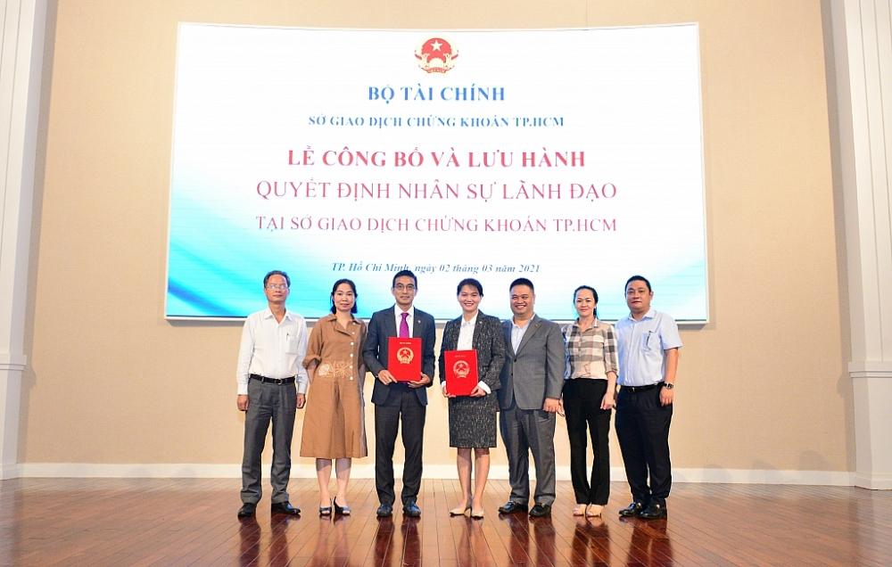 Lễ trao quyết định bổ nhiệm cho ông Lê Hải Trà và bà Nguyễn Thị Việt Hà. Ảnh: HoSE