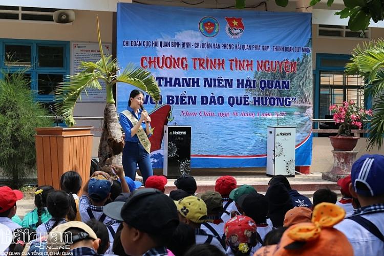 hoa hau trai dat phuong khanh dong hanh cung thanh nien hai quan huong ve bien dao