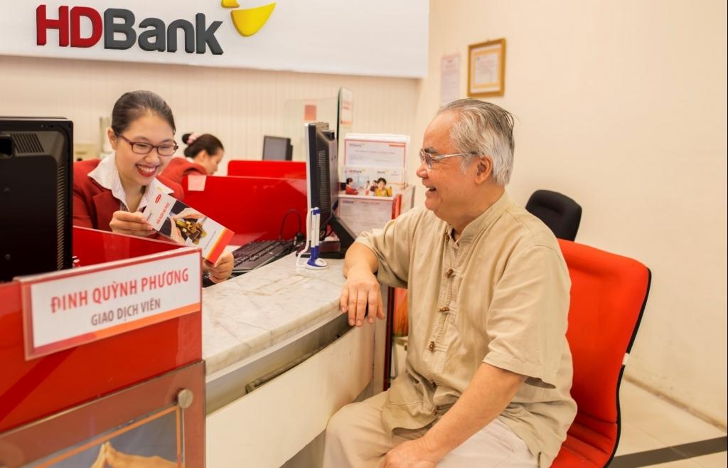 """Gửi tiền ngân hàng nào """"tuổi càng cao, lãi suất càng lớn""""?"""