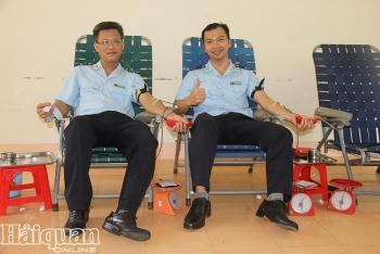 Công chức Hải quan Đắk Lắk tích cực hiến máu cứu người