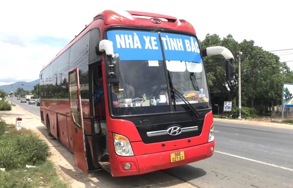 Đồng Nai: Xe khách chở 5 người Trung Quốc nhập cảnh trái phép