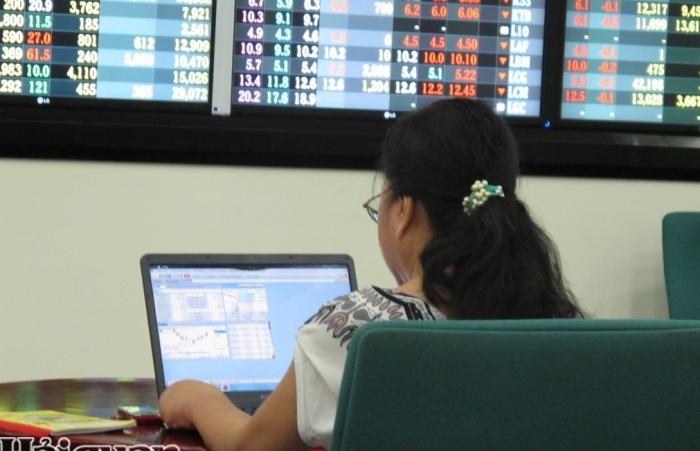 HoSE có thể quay lại giao dịch lô 10 cổ phiếu sớm nhất trong tháng 8