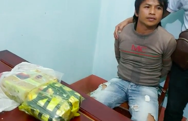 Vận chuyển 2 kg ma túy đá với tiền công 40 triệu đồng