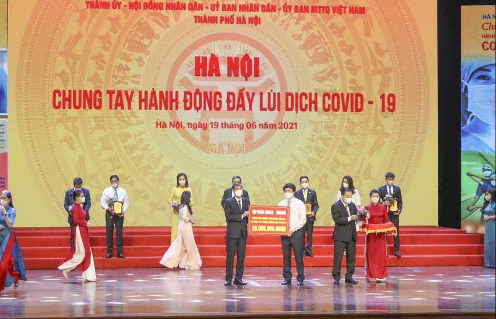 HDBank trao 20 tỷ đồng hỗ trợ TP Hà Nội phòng chống dịch Covid-19